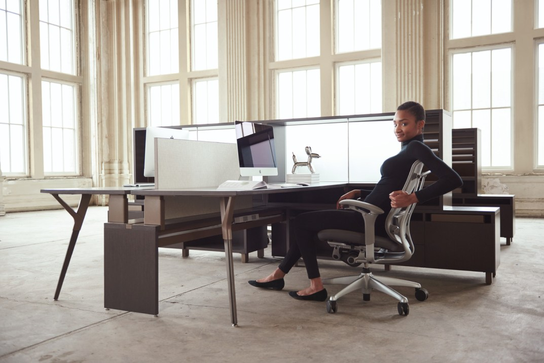 Desking Vs. Benching - Know the difference